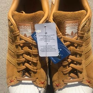 NWT! Adidas Mustard Suede Shell Toe Sneakers 10